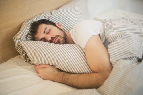Boas noites de sono são fundamentais também para saúde ortopédica